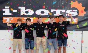 Großer Erfolg bei der RoboCup Junior Weltmeisterschaft Simulation – i-bots werden Weltmeister und Vizeweltmeister